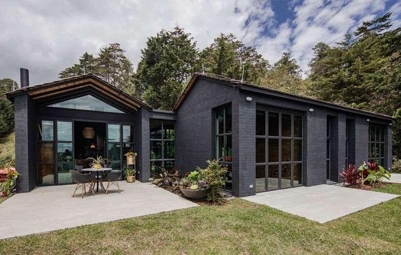 Stunning homes Triangular house exterior